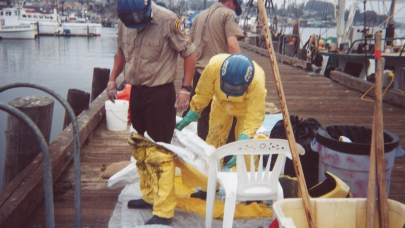 Photo oil spill suits